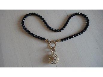 Dyrberg Kern halsband, förgylld, svarta pärlor, stor hjärta hänge, oanvänt - Kastrup - Dyrberg Kern halsband, förgylld, svarta pärlor, stor hjärta hänge, oanvänt - Kastrup