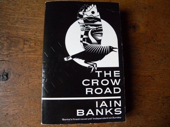 The crow road by Iain Banks. Engelsk bok.