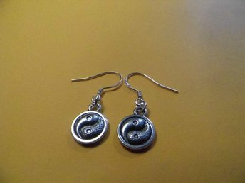 Ying- Yang örhängen / earrings