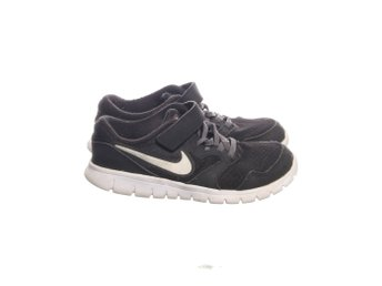 Joggingskor Nike strl 31 (340806420) ᐈ Köp på Tradera 37fd7ee2bee67