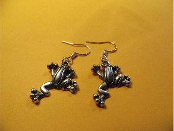 Groda örhängen / Frog earrings