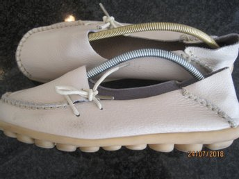 Loufers/sneakers äkta beige /läder 40,5 Fashion Shoes Perfect skick