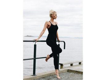 Run and Relax Yoga Pantsuit/träning/pilates/svart/jumpsuit/seamless Stl S