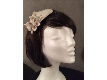 Fascinator for Wedding or Parties/ Hårdekoration