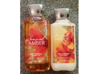 """Javascript är inaktiverat. - Torsås - Bath & Body Works Body Lotion 236ml & Shower Gel 295ml i doft SENSUAL AMBER - A blend of golden amber, wild berries, orange flower, lotus petals and creamy sandalwood. """"America's #1 Body Lotion! Infused with Shea Butter and our exclusive Daily M - Torsås"""