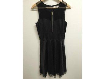 Snygg Festklänning - Daphnea Paris - Small - VÄRDE: 499:- Utrop: 169:- - Oxie - Snygg Festklänning - Daphnea Paris - Small - VÄRDE: 499:- Utrop: 169:- - Oxie