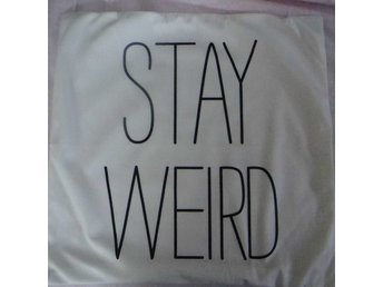 Stay Weird Kudde / Cushion Cover