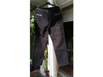 Nya snygga jeans byxor i svart med snygga detaljer. Strl:5/42/44 - Helsingborg - Nya snygga jeans byxor i svart med snygga detaljer. Strl:5/42/44 - Helsingborg