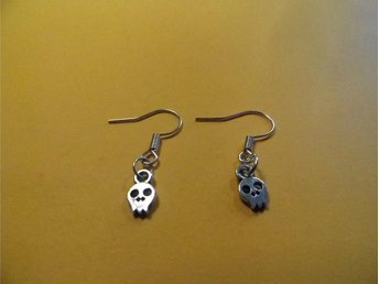 Skalle örhängen / Skull earrings