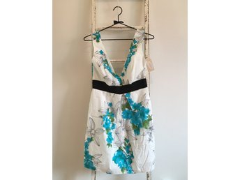 Oanvänd vit klänning med turkosa mönster från F.. (322264038) ᐈ Köp ... 6f727b211f618
