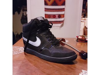 Nike air force istorlek 40 (Itoppskick)