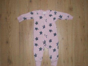 Supergullig och fin pyjamas rosa med mönster av stjärnor stl 68 - Västervik - Supergullig och fin pyjamas rosa med mönster av stjärnor stl 68 - Västervik