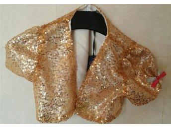 Bolero topp glittrig, paljetter, till klänningen ej använd str 5 år - Bjärtrå - Bolero topp glittrig, paljetter, till klänningen ej använd str 5 år - Bjärtrå