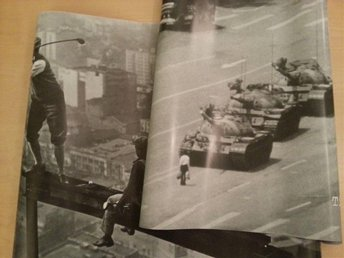Affish / Poster 2st, Tiananmen Square & Men on girder, 91x61cm (Nya)