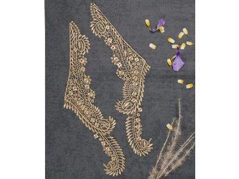 Vackert spetsdekor, krage i antik stil. Guld - Nynäshamn - Vackert spetsdekor, krage i antik stil. Guld - Nynäshamn