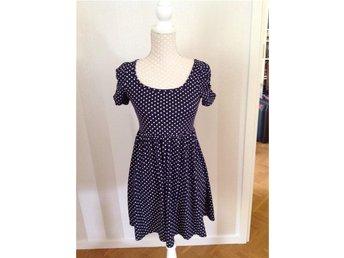 Fishbone - prickig klänning stl S - Hjo - Fishbone - prickig klänning stl S - Hjo