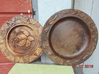 TWO OLD PLATES WOOD
