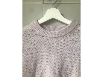Stickad tröja H&M lila storlek S mohair