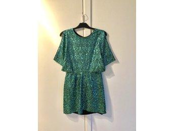 76ca16a84009 Glittrig grön klänning (341660480) ᐈ Köp på Tradera
