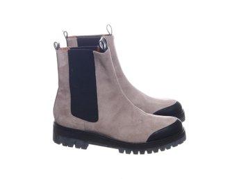 grå mocka boots