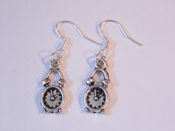Väckarklocka örhängen / Alarm clock earrings