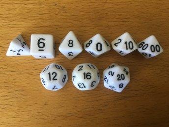 9 stycken vita tärningar rollspel T4, T6, T8, T10, T10, T12, T16, T20, T00-90 - Säffle - 9 stycken vita tärningar rollspel T4, T6, T8, T10, T10, T12, T16, T20, T00-90 - Säffle