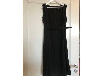"""Snyggaste """"lilla svarta"""" klänning till nyår ab30cebe138e2"""