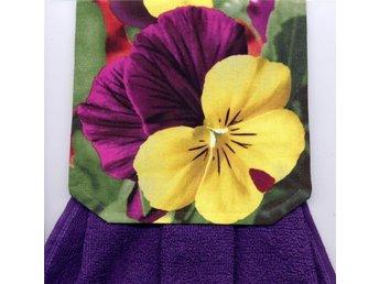 Spishandduk. Vacker Penseé med lila matchande frotté handduk - Grytgöl - Spishandduk. Vacker Penseé med lila matchande frotté handduk - Grytgöl