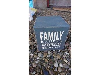 Family prydnad - Halmstad - Family prydnad - Halmstad