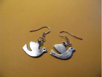 Duvor örhängen / Dove earrings