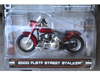 2000 FLSTF Street Stalker 1:24 (Maisto) Logo Harley Davidson Motorcykel Ny - Vännäs - 2000 FLSTF Street Stalker 1:24 (Maisto) Logo Harley Davidson Motorcykel Ny - Vännäs