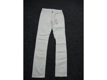 Javascript är inaktiverat. - Motala - Vita jeans från Crocker i storlek W26 L34. Köpta på JC men ej kommit till användning. Lite stretch. Skickas spårbart. Varorna jag säljer kommer från ett rök- och djurfritt hem. Kläder är rena, strukna och hela. Jag beskriver skicket så - Motala