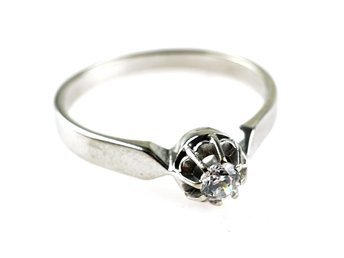 RING, 18K, Ø 18,52mm, 3,15g, vit sten, b: 2,1-5,9mm, vitguld.