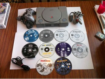 PS1: PS1 Sony Playstation Basenhet komplett med 9 spel