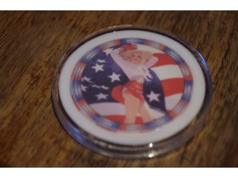 AMERICAN BEAUTIES POKER CHIPS #7 (kermaik chip) Design by Greg Hildebrandt
