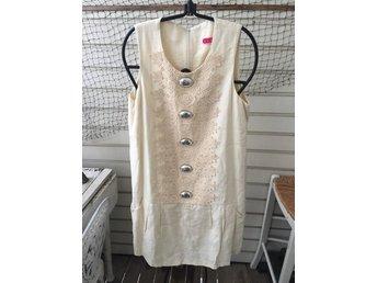 3cb3d4318b0e Lyxig benvit klänning från Manoush, strl M 40, ...