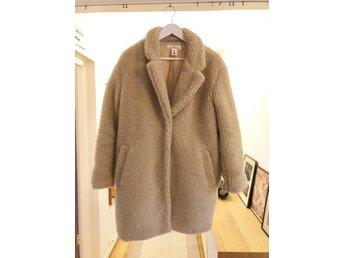 billigaste priset bra service nyanlända Jacka/kappa H&M LOGG teddy fuskpäls pilé (378531053) ᐈ Köp på Tradera
