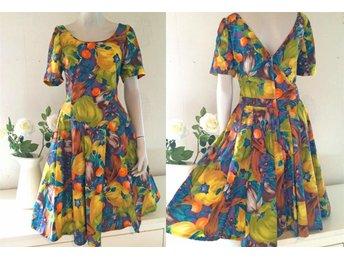 d99a8657c843 Fri frakt retro klänning grön gul lila garden dress 50-tal snitt vintage M L