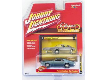 1967 Oldsmobile Toronado 1/64 Johnny Lightning silvergrön