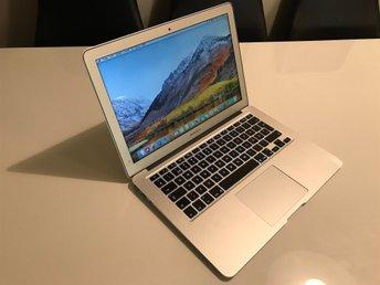 """Javascript är inaktiverat. - Bunkeflostrand - Säljer nu en MacBook Air 13"""" som kostade i nypris 11.995 OS macOS Sierra High Intel Core i5 1.40Ghz Skärm 13.3"""" LED 1440x900 Graphic Intel HD Graphics 5000 1536MB Ram Minne 4GB DDR3 1600Mhz Lagring 128GB Flash / SSD Skickas med original - Bunkeflostrand"""