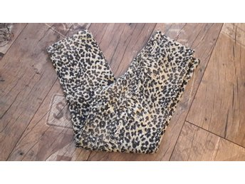 ** Leopardleggings  i 3/4 modell ** strl. S **