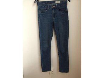 Mörkblå jeans från H&M i storlek 26/30 - Växjö - Mörkblå jeans från H&M i storlek 26/30 - Växjö