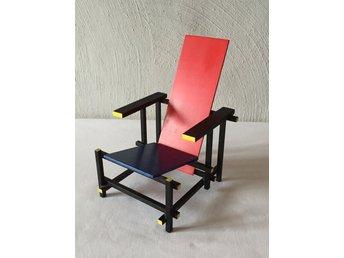 Rood Blauwe Stoel : Miniatyr rood blauwe stoel formgiven av ger ᐈ köp
