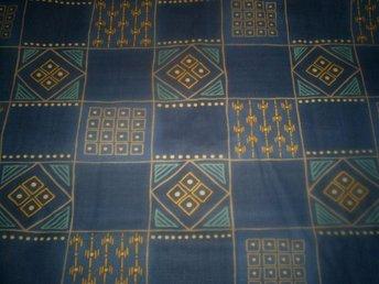 5 meter vackert tyg i olika blåa toner Säljes till REAPRIS - Kil - 5 meter vackert tyg i olika blåa toner Säljes till REAPRIS - Kil