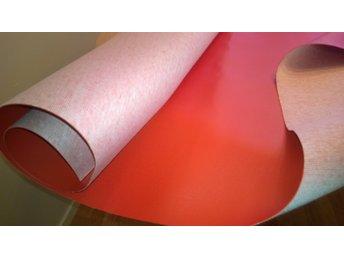 Javascript är inaktiverat. - Norsborg - Snygg Retro Galon/skinnimitation i orange 60-70-Tal Lämpar sig till båt/möbelklädsel mm Tjock följsam mycket hög kvalitet! Bredd ca 1,42 meter Längd ca 1,95 meter Vikt ca 2,1 kg Nytt-Oanvänt! - Norsborg