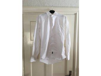 Kläder på Tradera ᐈ 2 414 annonser • Utropspris från 1 kr ddaf929947395