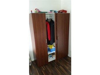 Garderob Djup 40 : Garderob bredd × höjd djup säljes i befintligt skick på