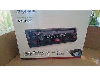"""Javascript är inaktiverat. - Enköping - Jag säljer en Sony DSX-A400BT bilstereo. Som NY! Inte använd mycket. Säljs komplett som när den var ny. En mycket bra stereo som har bluetooth, USB och AUX. """"OBS INGEN CD"""" Kraftfullt ljud och för mer bas finns en Megabass knapp. Denna har - Enköping"""