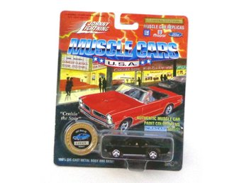 1972 Chevrolet Nova SS 1/64 Johnny Lightning svart
