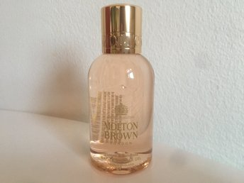 Molton Brown  Jasmine & Sun Rose Bath & Shower Gel Lookfantastic Glossybox